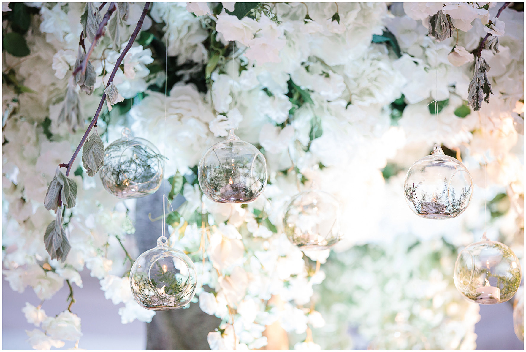 luxury wedding, berkshire, home wedding, florals, details, floral tree, feature. Lucy Davenport Photography