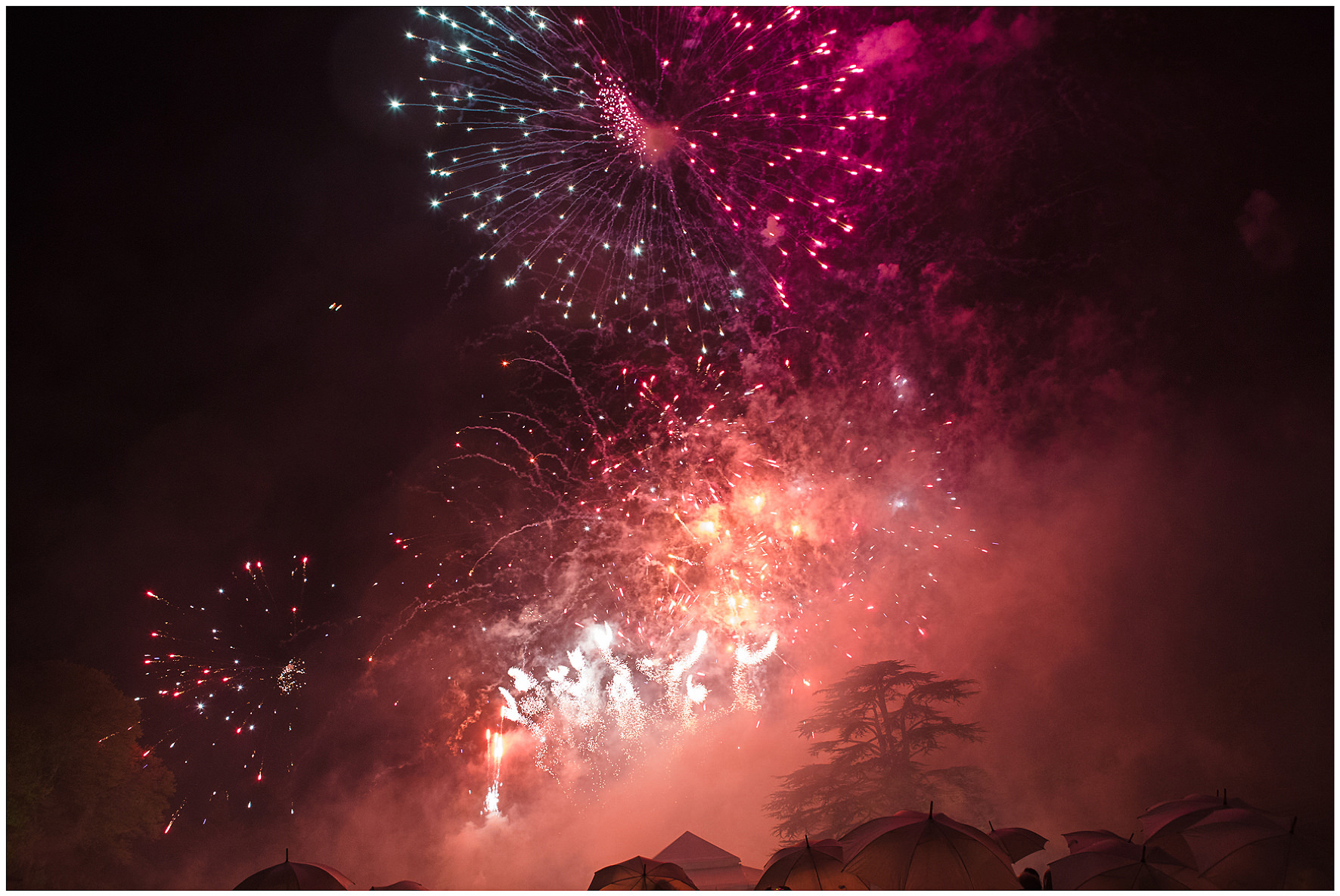 luxury wedding, berkshire, home wedding, fireworks, Lucy Davenport Photography