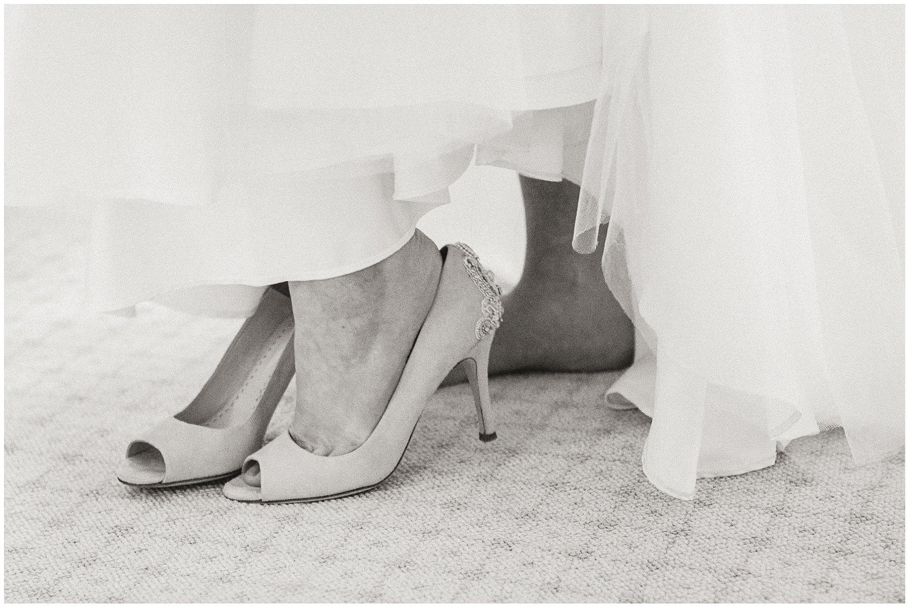 luxury wedding, berkshire, home wedding, emmy london, wedding shoes, stephanie allin, wedding dress. Lucy Davenport Photography