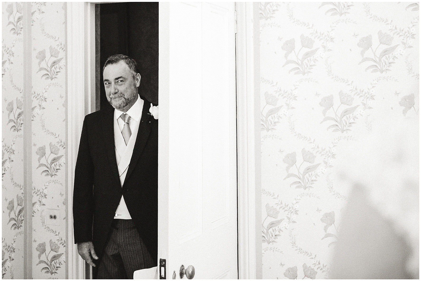 luxury wedding, berkshire, home wedding, father of the bride, first look. Lucy Davenport Photography