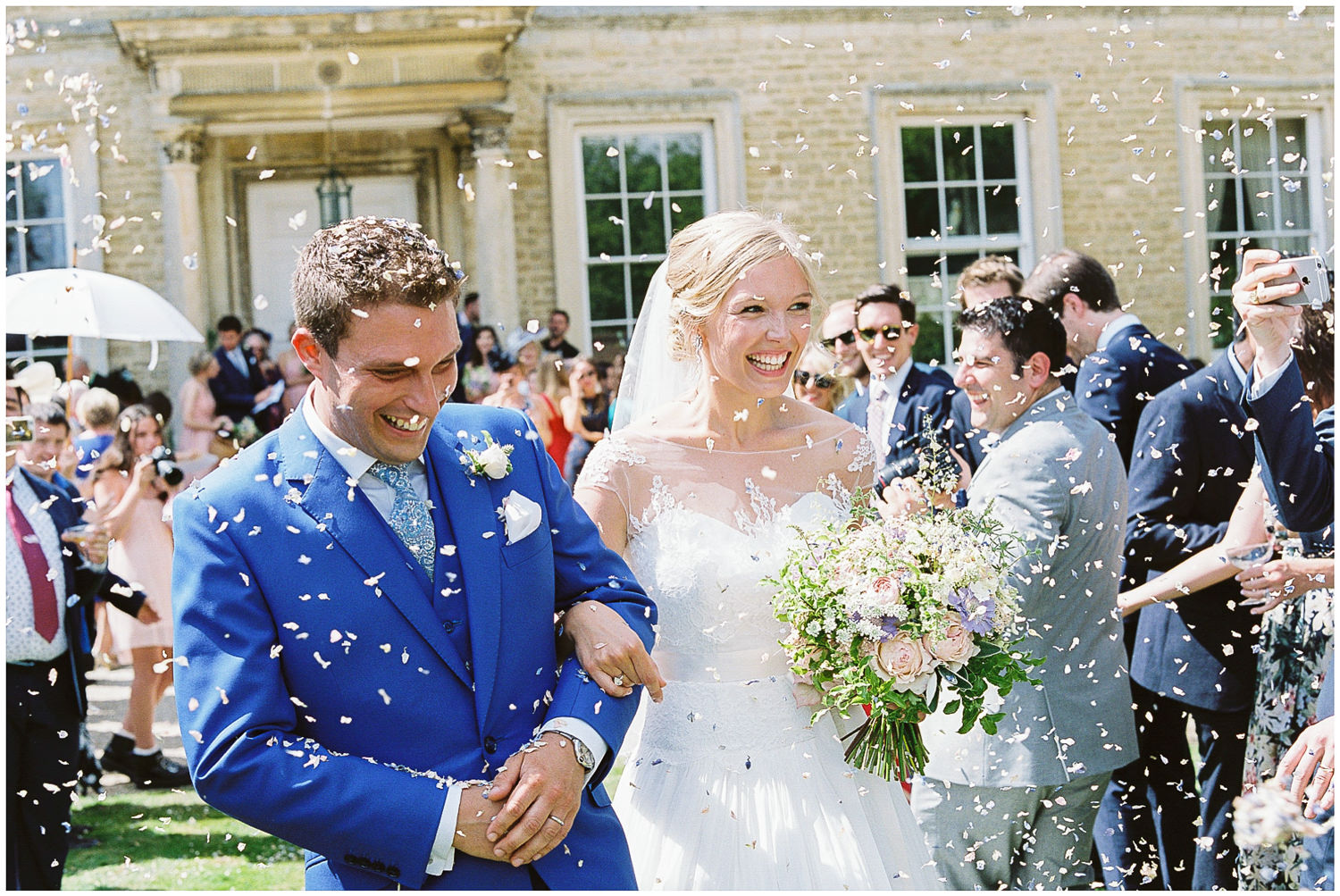 bride and groom, Newington House, just married, confetti