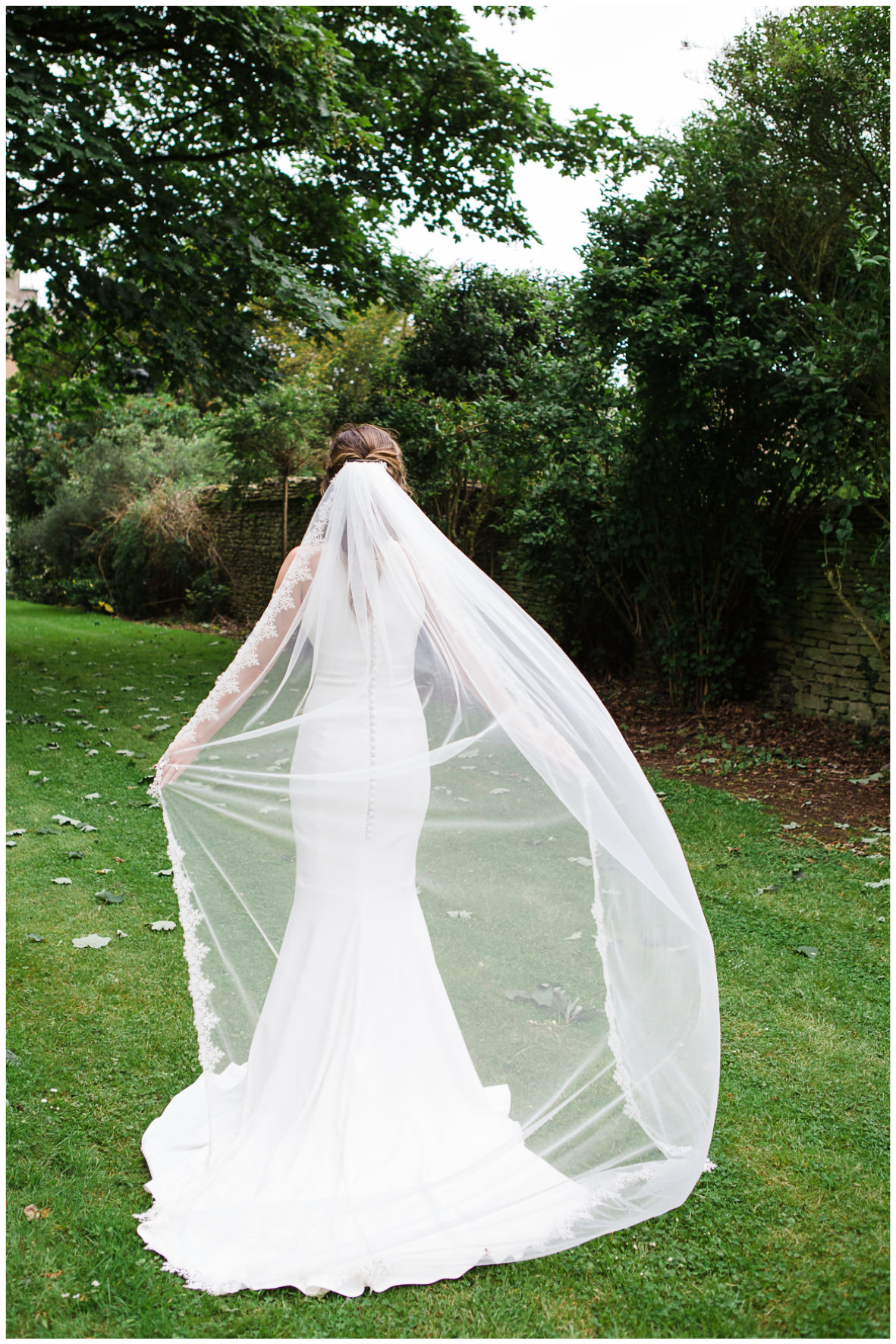 Lucy Davenport Photography, Aynhoe Park, Oxfordshire, wedding venue, Rock My Wedding, Orangery, bride cathedral length veil
