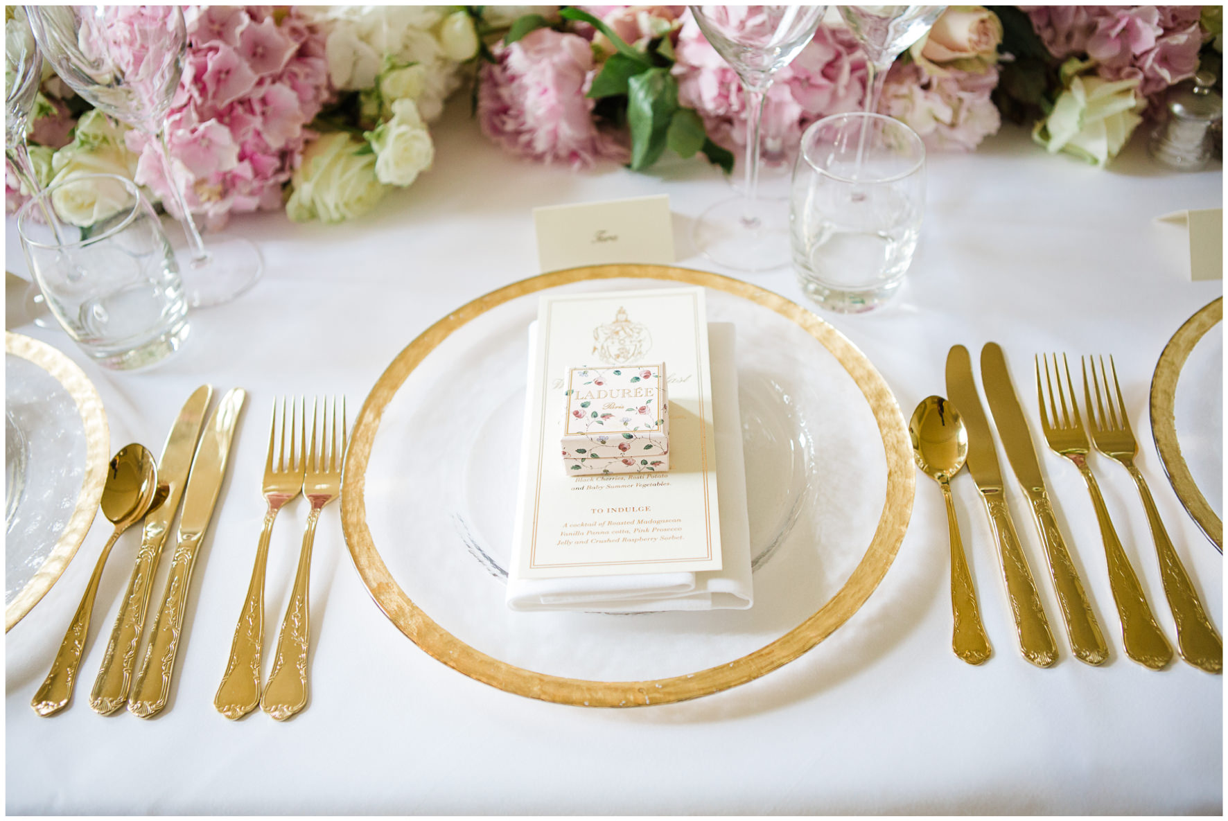 Lucy Davenport Photography, Aynhoe Park, Oxfordshire, wedding venue, Rock My Wedding, wedding breakfast, gold crockery