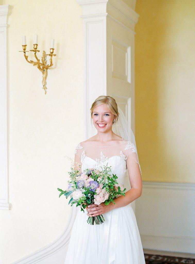 Naomi Neoh bride holding bouquet