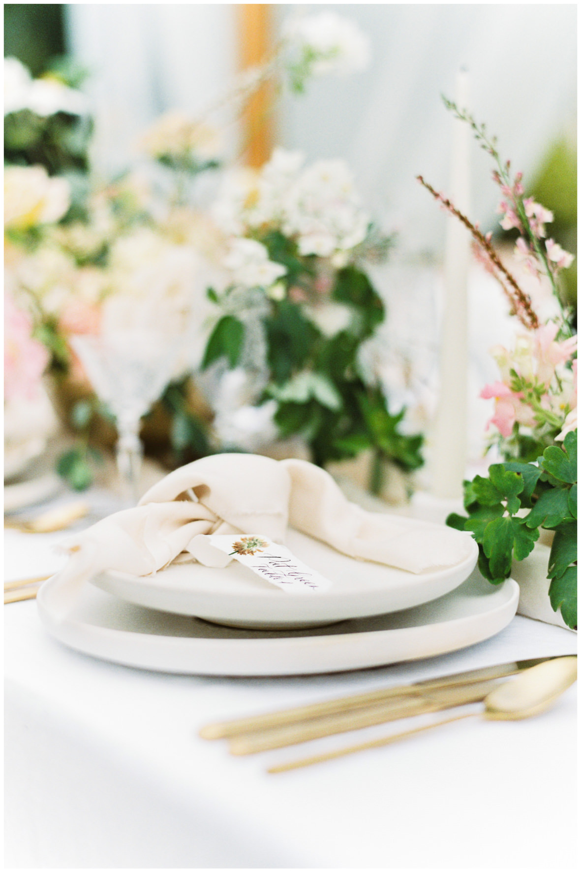 Barnsley House tablescape place setting